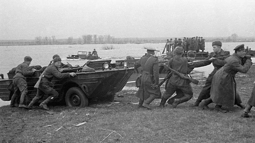Советские части форсируют реку Одер РИА Новости