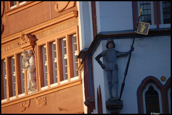 Две стороны одного дома в Трире (Германия)  by Magon