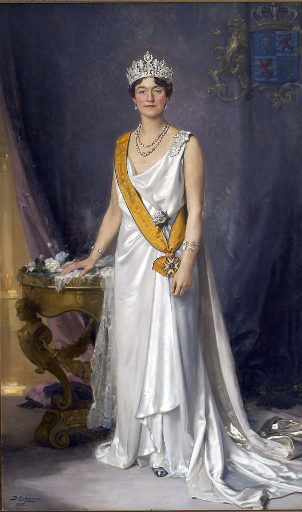 State_portrait_of_Charlotte,_Grand_Duchess_of_Luxembourg